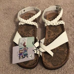 Muk Luks Ankle Strap Sandal Size 8